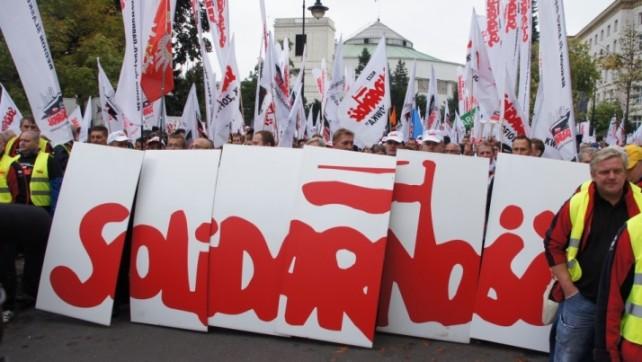 """""""Solidarność"""" oburzona projektem o wynagrodzeniu osób zajmujących kierownicze stanowiska państwowe"""