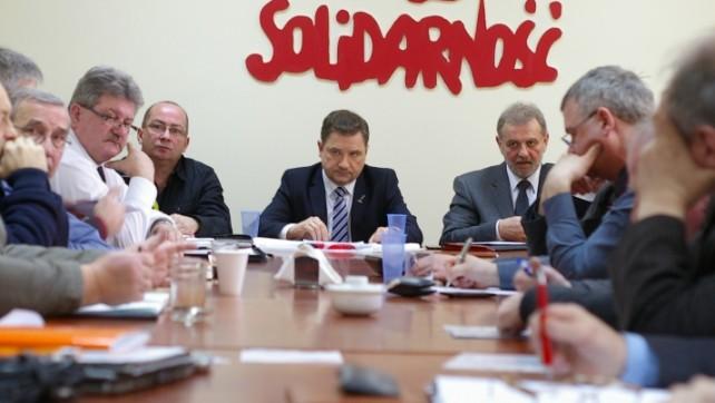 Rząd łamie elementarne zasady dialogu społecznego i wprowadza groźną ustawę